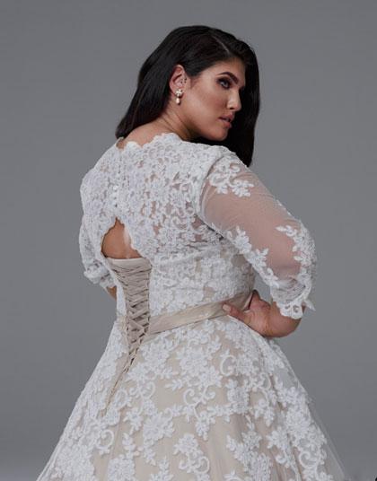 Long lace sleeve Grace