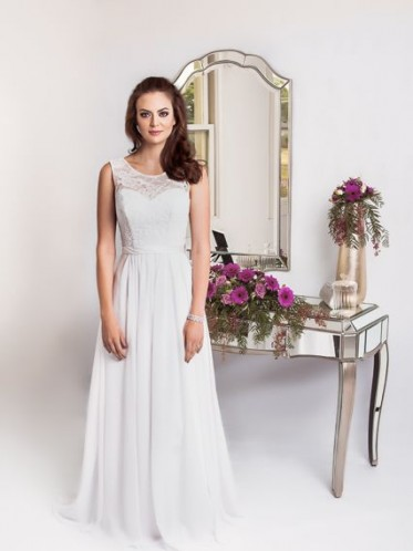 Simple beach wedding dresses Lee style