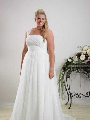 Simple plus size wedding dress Annie
