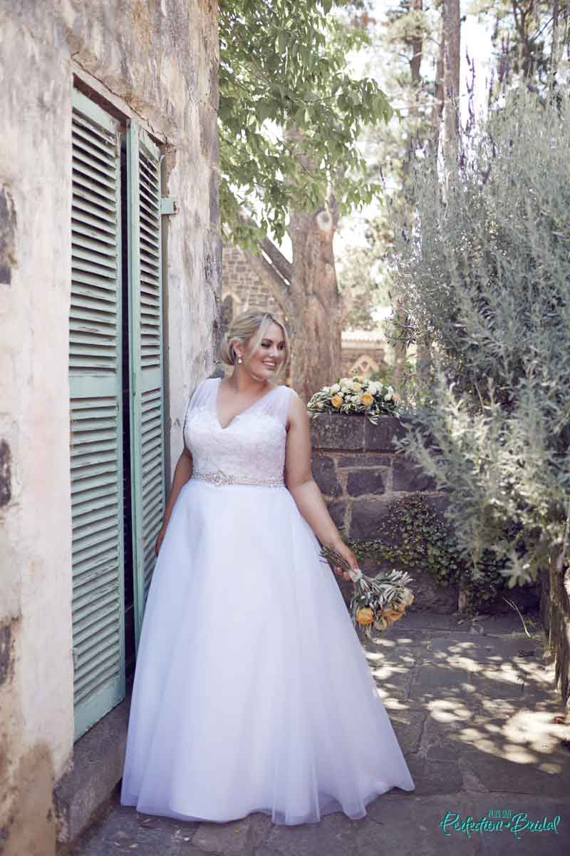 leah s designs Pretty wedding dresses Felicity