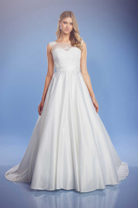 Lisa Anne classic wedding dress