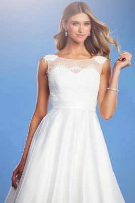 Classic wedding dress Lisa Anne