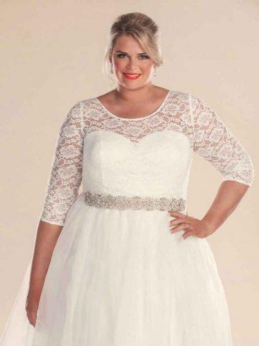 Retro style wedding dress with bridal belt