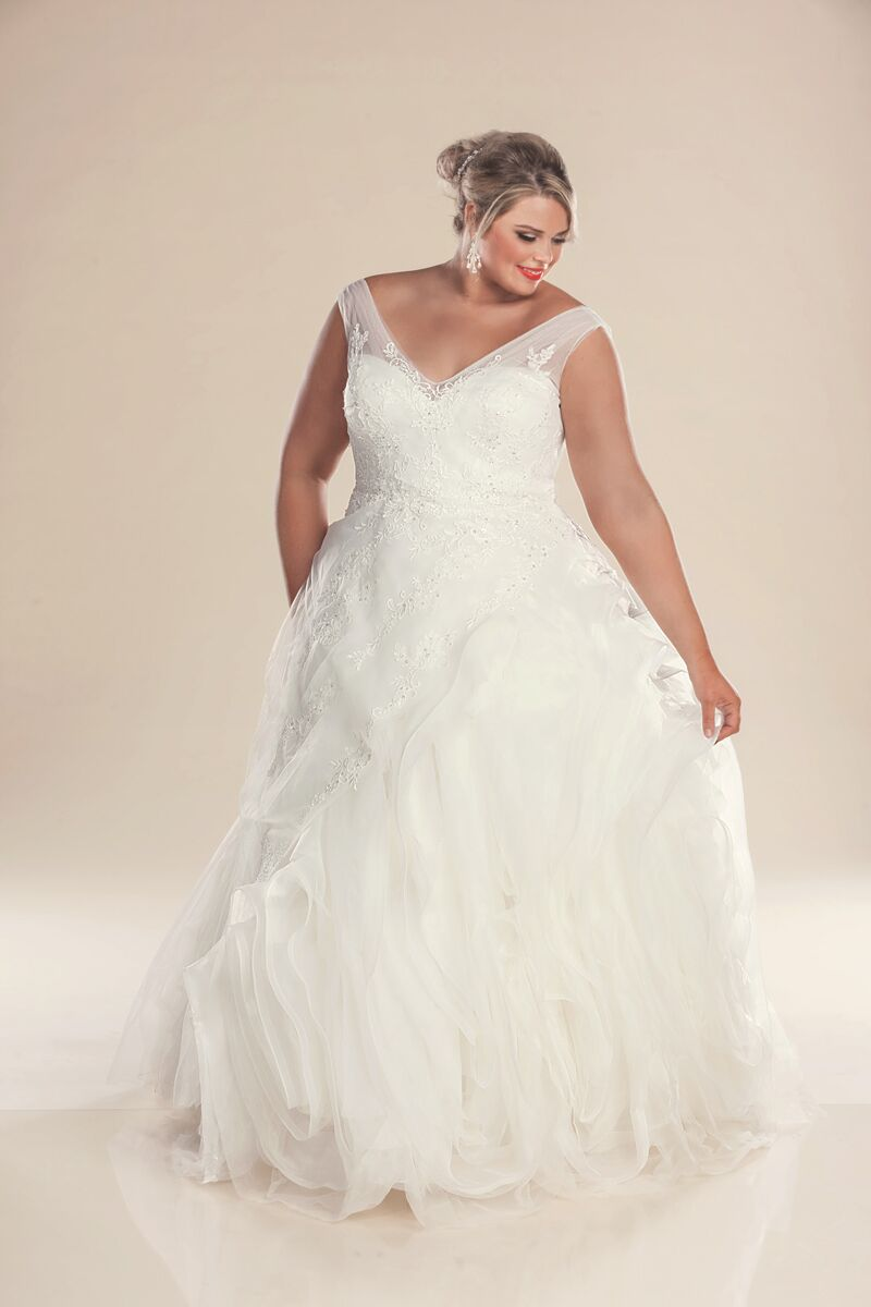 Designer plus size wedding dresses hollywood bridal for What is my wedding dress size