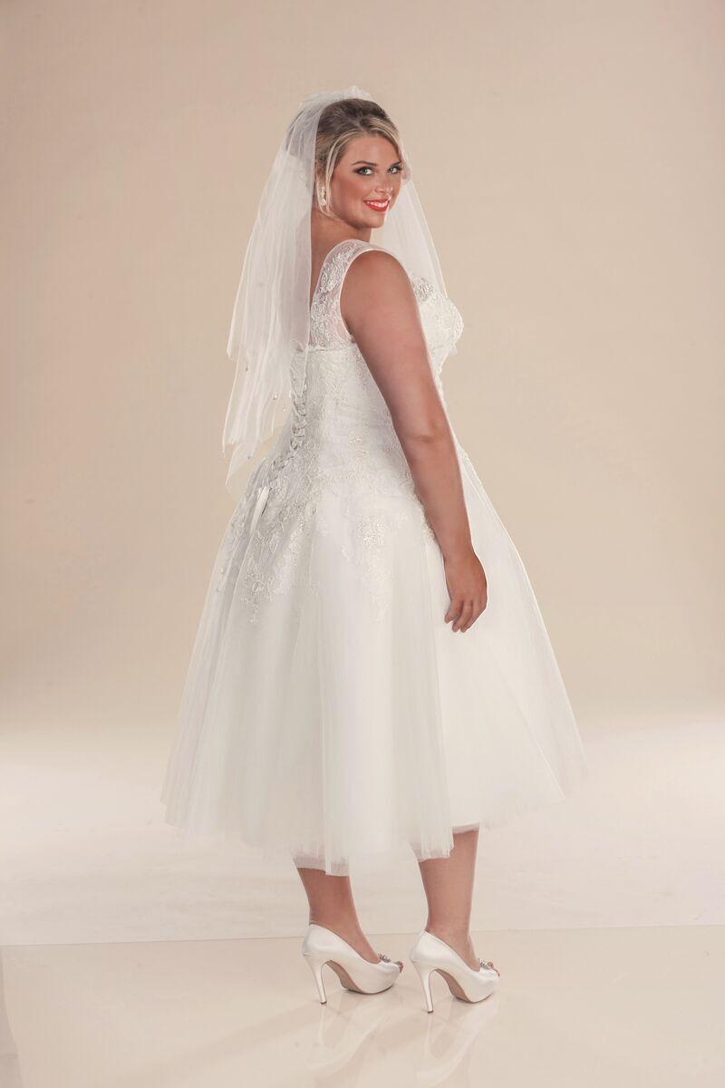 Vintage style wedding dress short plus size gowns in for Plus size vintage style wedding dresses