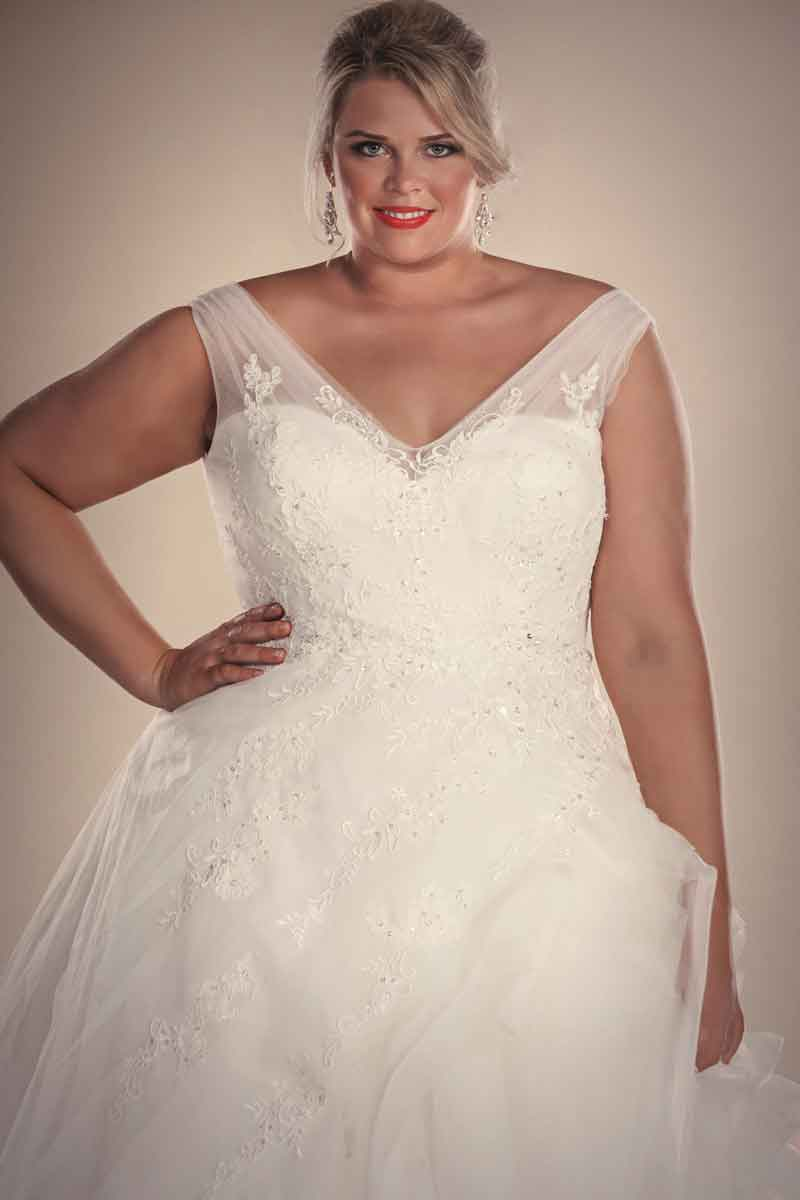 Designer plus size wedding dresses hollywood bridal for Plus size wedding dresses size 32 and up