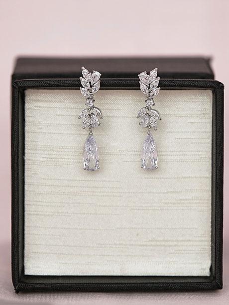Wedding dress earrings in silver