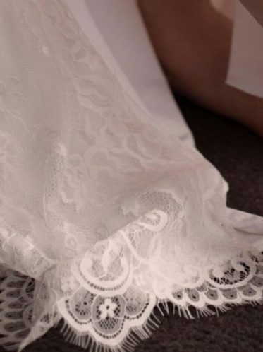 Detailed lace hem