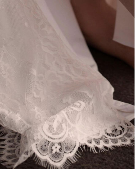Detailed lace hem matching lace back