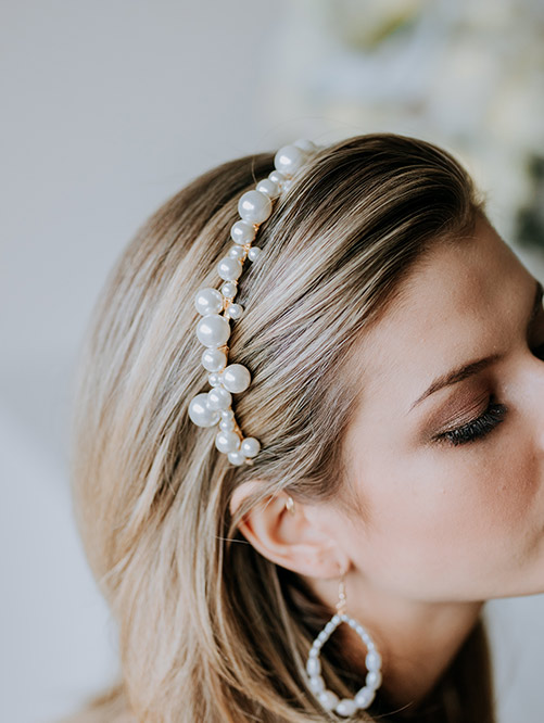 bridal pearl headband with gold details
