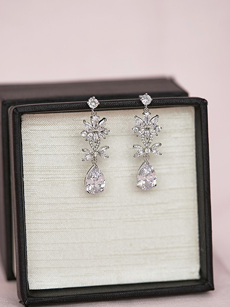 Small wedding dress earrings