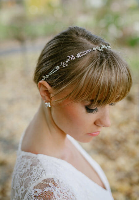 Simple wedding jewellery with lace wedding dress