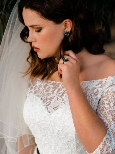 Matching wedding dress jewellery