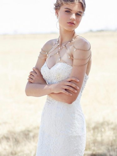 Unique wedding necklace with wedding gown
