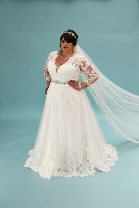 Daphne-plus-size-wedding-dress