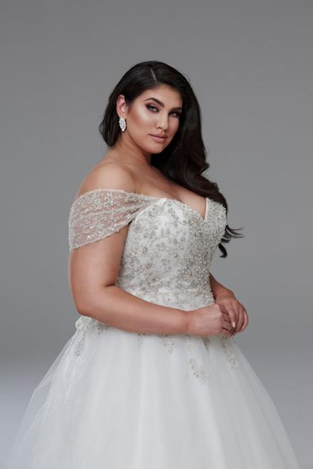 Wedding dress with flowy sleeves Marilyn