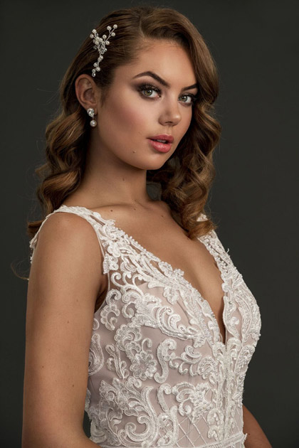 Jewellery for lace mermaid wedding gown