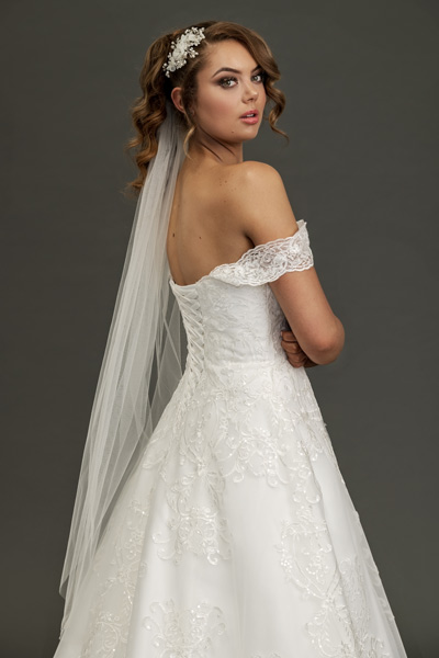 Blusher bridal veil