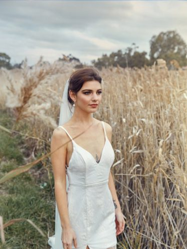 Short lace gown Esperance
