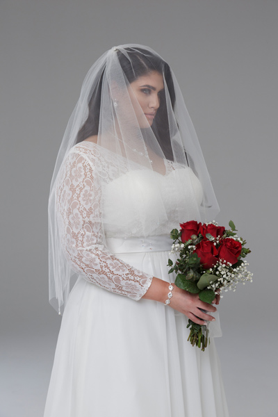 Finger-tip-wedding-veils
