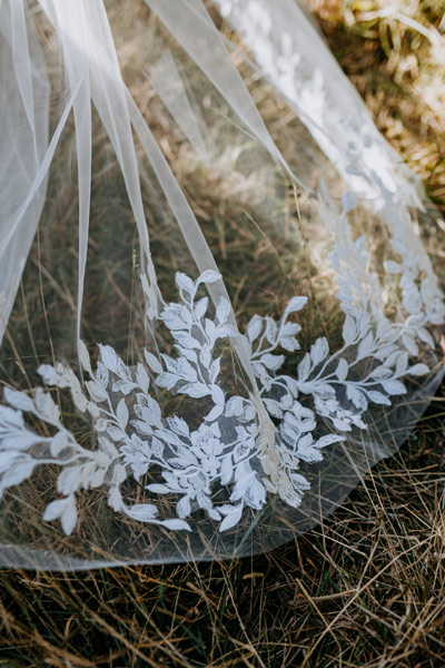 Wedding veils with lace