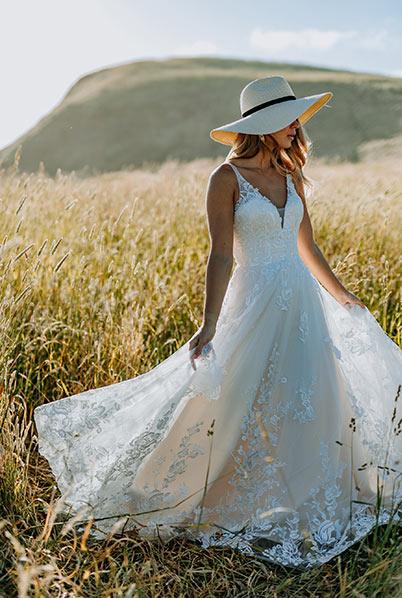Romantic style wedding dress