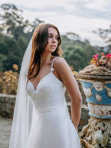 Front leg slit skirt wedding dresses